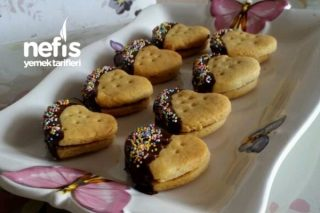 Çikolatalı Kalpli Bisküviler Tarifi