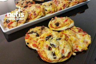 Karışık Minik Pizzacıklar Tarifi