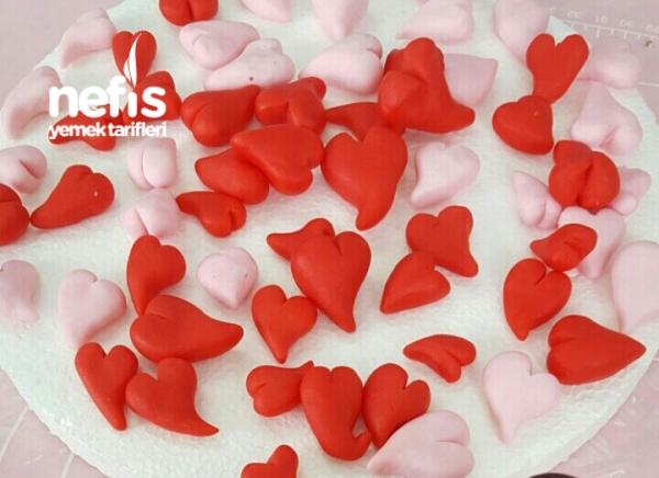 Sevgililer Günü Konsepti 1 ( Şeker Hamur Kaplamalı Yaş Pasta )