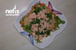 Somon Balıklı Ve Avakadolu Sağlıklı Yaşam Salatası Tarifi