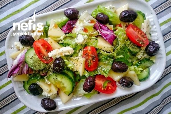 Üç Peynirli Salata Tarifi