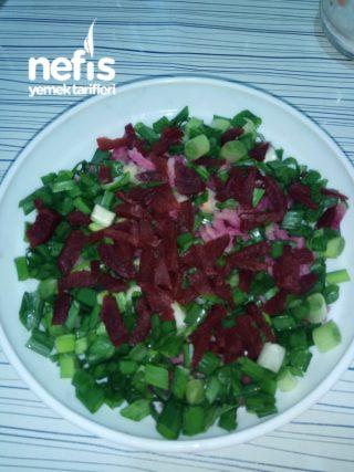 Kırmızı Pancar Ve İçi Kırmızı Olan Turp Salatası