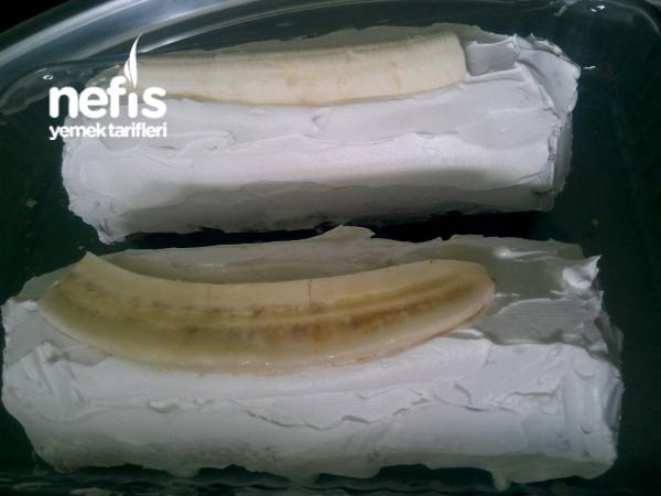 Bir Kekden İki Tane Muzlu Rulo Pasta