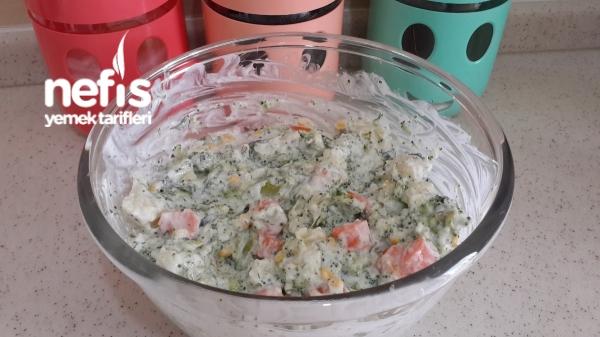 Yoğurtlu Karnabahar Brokoli Salatası