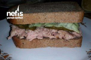 Ton Balıklı Sandviç (Hem Pratik Hem De Sağlıklı Bir Öğle Yemeği) Tarifi