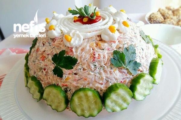 Arpa Şehriyeli Yoğurtlu Gün Salatası Tarifi