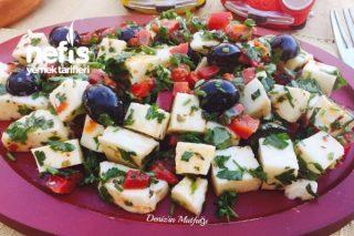 Hellim Peyniri Salatası Tarifi