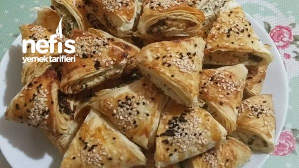 Çıtır Çıtır Peynirli Üçgen Börek