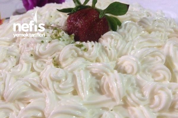 Pastacı Kreması (Krem Şantili Köpük Kaymak Gibi Pastacı Ustasından) Tarifi