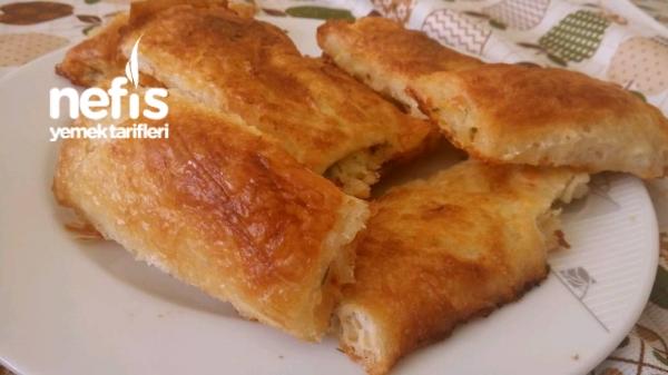 Baklava Yufkasindan Peynirli Börek