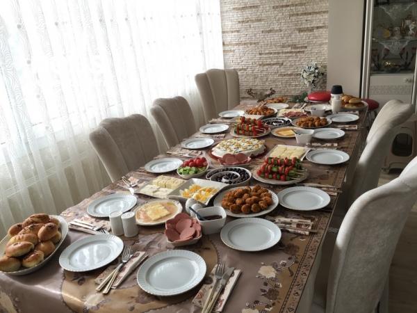 Kardeşlerimizle Güzel Mi Güzel Pazar Kahvaltısı
