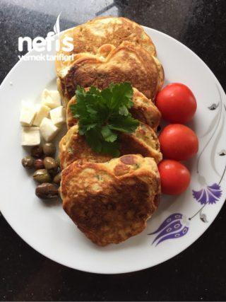Peynirli Sucuklu Pankek Tarifi