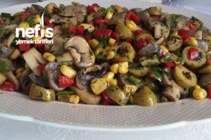 Leziz Mantar Salatası Tarifi