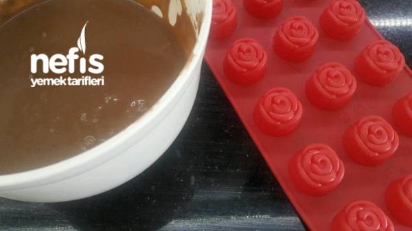 Çikolatalı Gül Kek Buketi