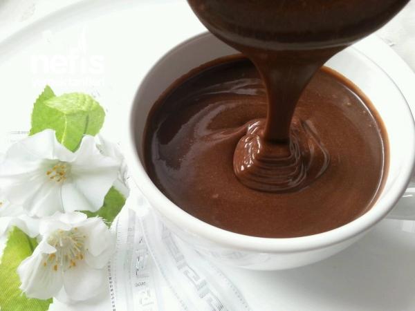 Tam Kıvamında Orjinal Çikolata Sosu