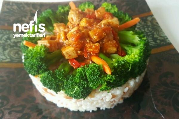 Tarçınlı Tavuk Pilav Ve Bol Brokoli Eşliğinde Tarifi