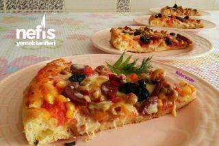 Bol Malzemeli Aile Boyu Pizza Tarifi