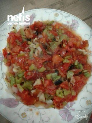 Közlenmiş Domates Salatası 100 Kalori