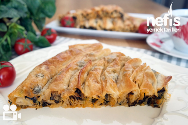 Hazır Yufkadan Kolay Ispanaklı Börek Tarifi (Videolu)