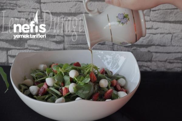 Çilekli Semizoto Salatası