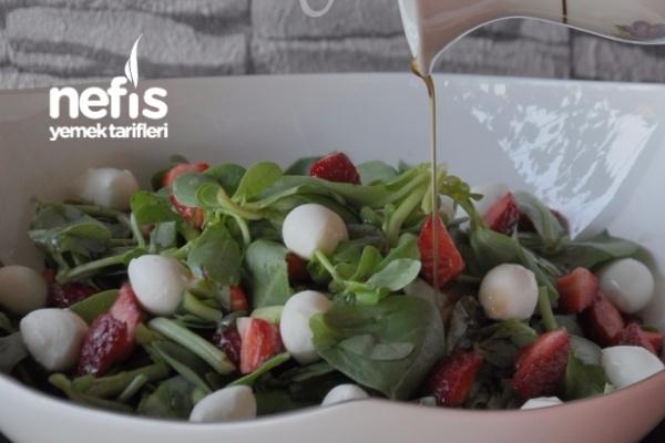 Çilekli Semizoto Salatası Tarifi