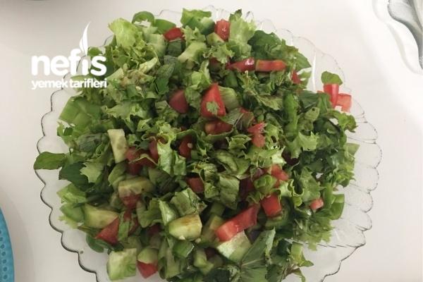 Nar Ekşili Bol Yeşillikli Mevsim Salatası Tarifi