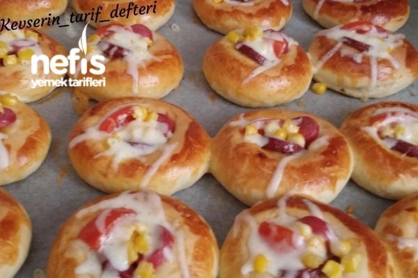 Atıştırmalık Yumuşacık Mini Pizzalar Tarifi