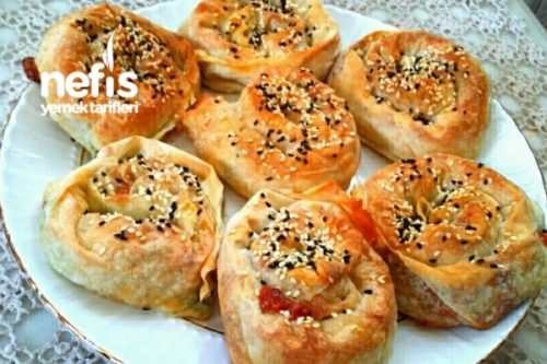Nefis Soslu Peynirli Gül Böreği Tarifi