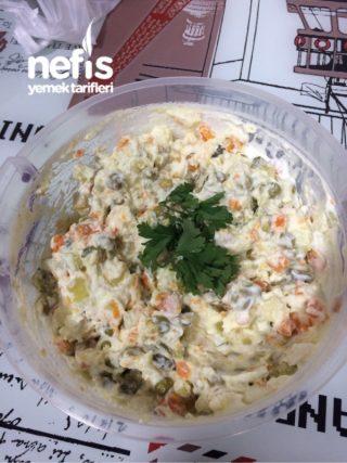 Yedikçe Yedirten Rus Salatası