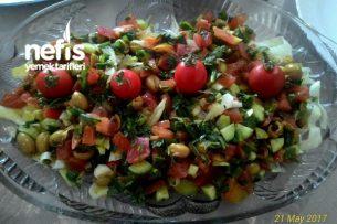 Yeşil Zeytinli Karışık Salata Tarifi