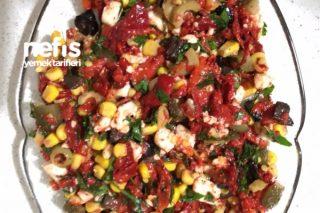 Kırmızı Köz Biberli Salata Tarifi