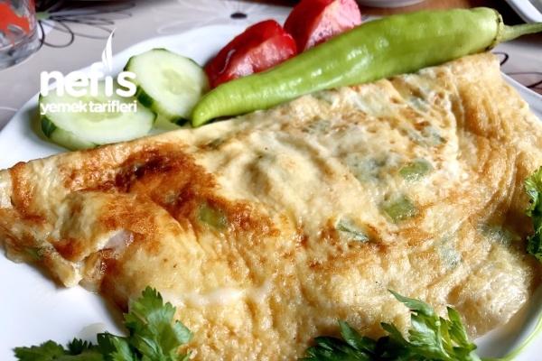 Kahvaltilik Mozzarella Peynirli Ve Biberli Omlet