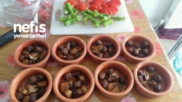 Güveçte Köfte Patates Mantar