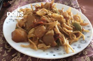 Soya Soslu Sebzeli Noodle (Çin Mutfağından Beğeneceğiniz Bir Lezzet) Tarifi
