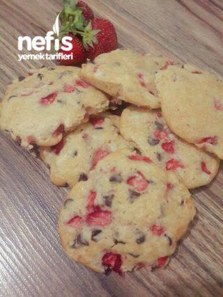 Çilekli-Damla Çikolatalı Cookies
