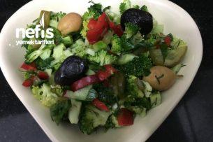 Enfes Tadıyla Kivili Brokoli Salatası Tarifi