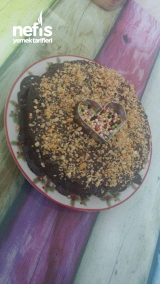 Pratik Cikolata Soslu Muzlu Pasta