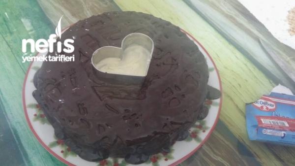 Pratik Çikolata Soslu Muzlu Pasta