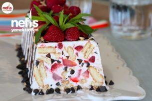 Çilekli Parfe Tarifi – 10 Dakikada Dondurma Tadında Pasta (Videolu)