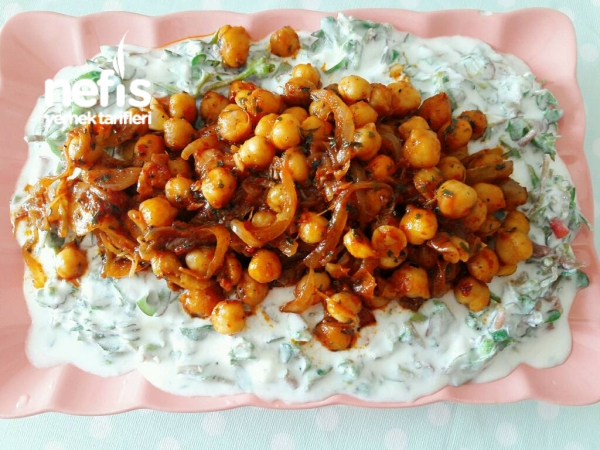 Nefis Nohutlu Semizotu Salatası