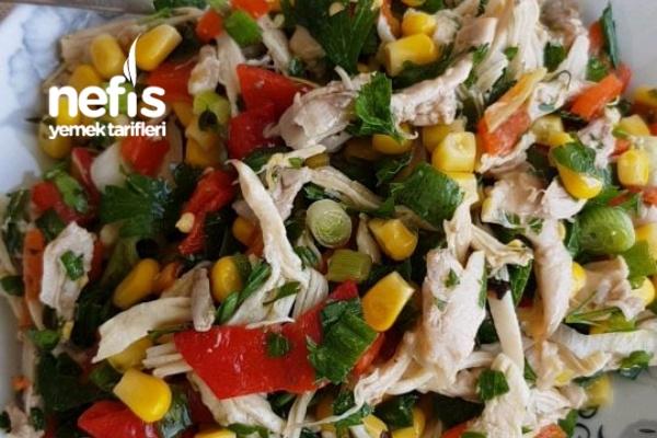 Diyet Tavuk Salatası