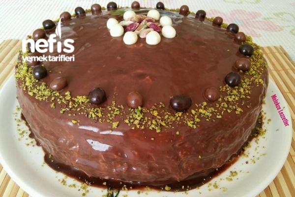 Antep Fıstıklı Çikolatalı Nefis Doğum Günü Pastası Tarifi