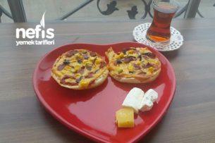Hamburger Ekmeğine Mini Pizza Tarifi