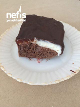 Muhallebili Çikolata Soslu Kek