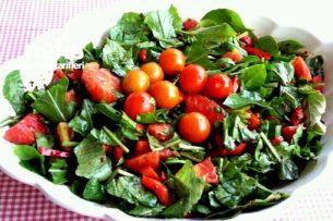 Harika Fesleğenli Naneli Roka Salatası Tarifi