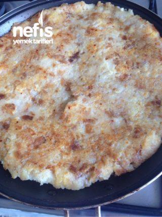 Taş Gibi Bayat Ekmekle Tavada Harika Pizza