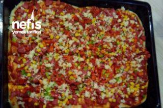 Bol Malzemeli Aile Pizzası Tarifi