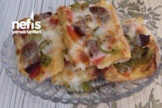 Yumuşacık Kahvaltılık Pizzalar Tarifi