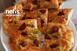 Çörek Şeklinde Kolay Pizza Tarifi
