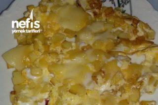 Kahvaltılık Patatesli Kaşarlı Omlet Tarifi